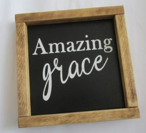 making an Amazing Grace farmhouse decor sign