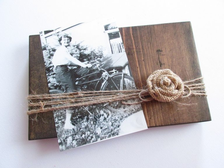 Monday Minute #1: Easy Rustic Photo Frame
