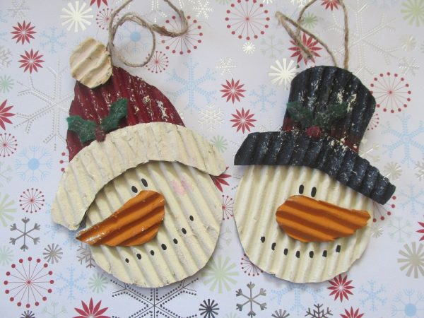 Make your own adorable snowman ornaments from corrugated cardboard