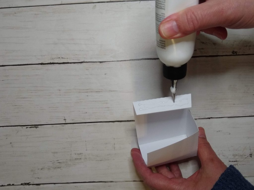 assembling paper box