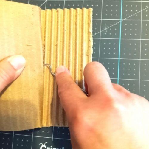 preparing corrugated cardboard for Criuct